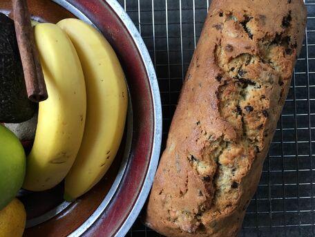 RECIPE MAIN IMAGE Cake aux bananes rôties et pépites de chocolat