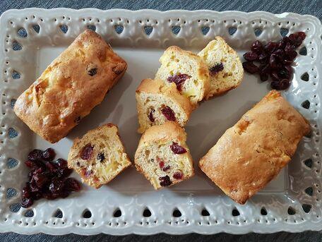 RECIPE MAIN IMAGE Petits cakes pommes amandes et cranberries
