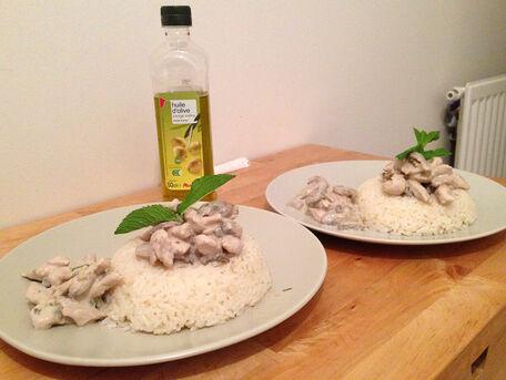 RECIPE MAIN IMAGE Riz sauce forestière poulet / champignons