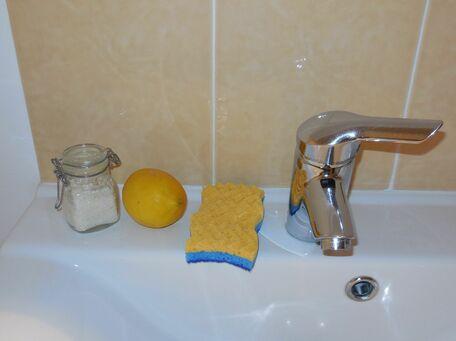 ADVICE MAIN IMAGE Le citron pour venir à bout du calcaire sur lavabo/baignoire/robinetterie