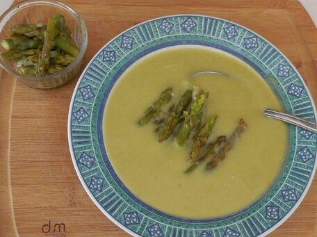 RECIPE MAIN IMAGE Soupe aux asperges vertes fraiches