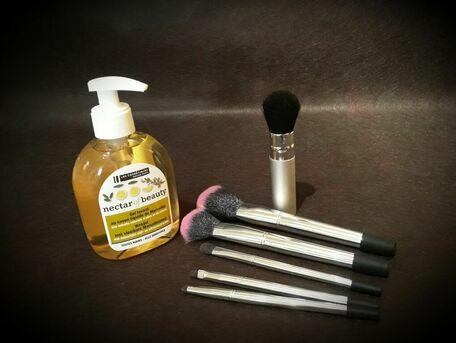ADVICE MAIN IMAGE Nettoyer ses pinceaux à maquillage