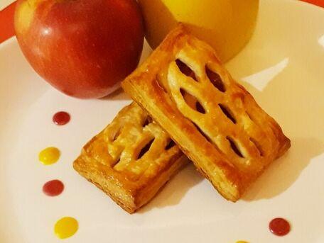 RECIPE MAIN IMAGE Feuilletés aux pommes à la cannelle