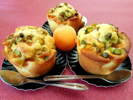 RECIPE MAIN IMAGE Moelleux aux abricots, pistaches et huile d'olive