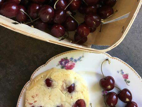 RECIPE MAIN IMAGE Pancakes au lait ribot et cerises