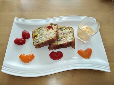 RECIPE MAIN IMAGE Cake aux champignons de Paris, jambon de pays, olives et tomates