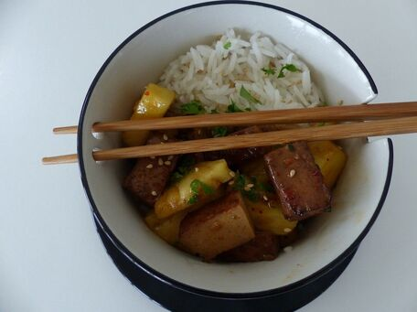 RECIPE MAIN IMAGE Tofu fumé et ananas sauce teriyaki