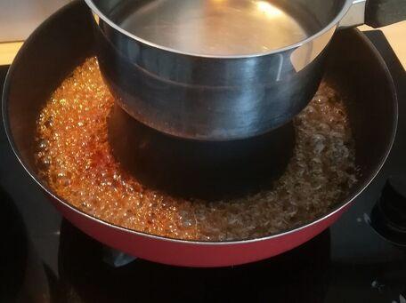 ADVICE MAIN IMAGE Caramel  dans un moule à baba