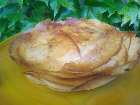 RECIPE MAIN IMAGE Pastilla au poulet, carottes et amandes