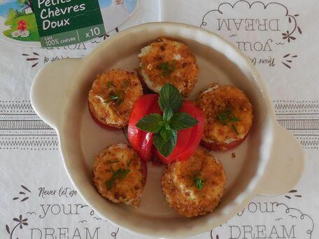 RECIPE MAIN IMAGE Petits chèvres doux Carrefour sur lit de tomates