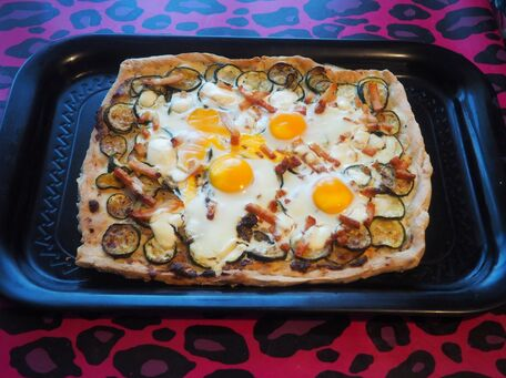 RECIPE MAIN IMAGE Pizza boursin courgettes oeufs