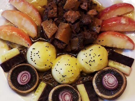 RECIPE MAIN IMAGE Ragoût de bœuf surcré salé au cumin noir et ses champignons à ma façon