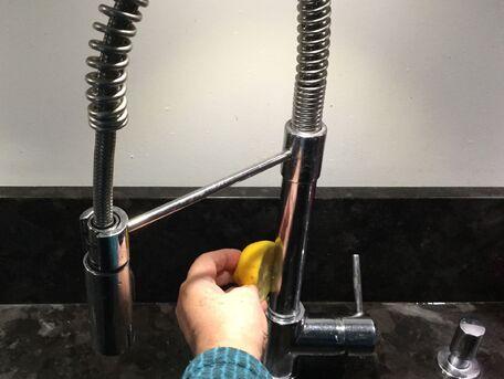 ADVICE MAIN IMAGE Enlever le calcaire sur la robinetterie