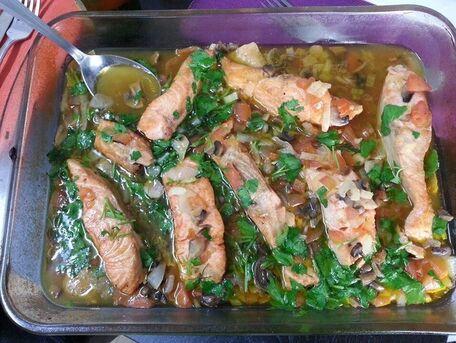 RECIPE MAIN IMAGE Pavés de saumon au vin blanc...