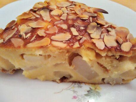 RECIPE MAIN IMAGE Clafoutis aux poires, raisins secs et amandes