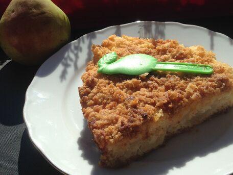 RECIPE MAIN IMAGE Gâteau aux miettes et à la poire