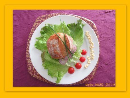RECIPE MAIN IMAGE Petits pains au crabe façon burger