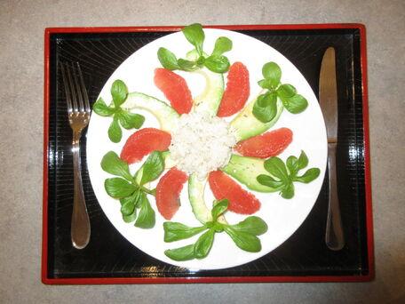 RECIPE MAIN IMAGE Assiette crabe des neiges Nautilus, avocat et pamplemousse rose