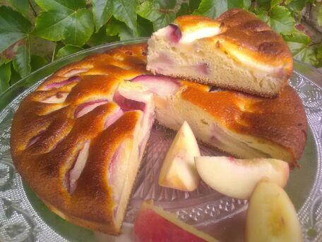 RECIPE MAIN IMAGE Gâteau fondant aux pêches blanches et sirop de verveine citronnelle