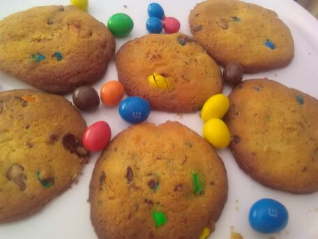 RECIPE MAIN IMAGE Cookies vanille aux m&m's