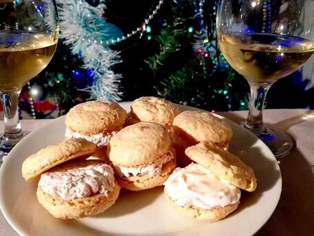 RECIPE MAIN IMAGE Macarons saumon et macarons ail et fines herbes-jambon fumé