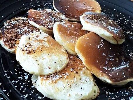RECIPE MAIN IMAGE Mini-pancakes à la noix de coco