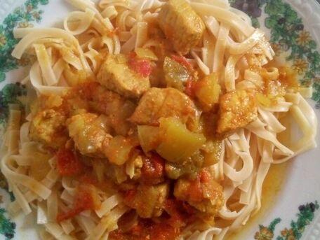 RECIPE MAIN IMAGE Porc au curry et poivrons
