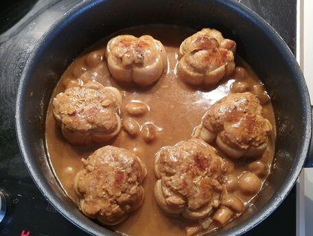 RECIPE MAIN IMAGE Paupiettes de veau crémées aux champignons et sauce tomate