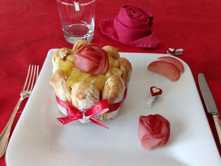 RECIPE MAIN IMAGE Charlotte aux pommes, rhum et crème patissière