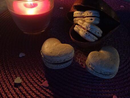 RECIPE MAIN IMAGE Macarons matcha au coeur de ganache noir