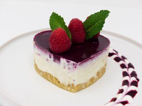 RECIPE MAIN IMAGE Cheesecake sans cuisson au citron et aux framboises