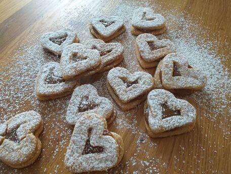RECIPE MAIN IMAGE Coeur au beurre de cacahuètes et confiture de lait