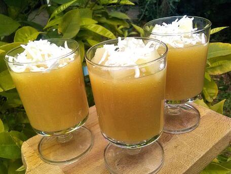RECIPE MAIN IMAGE Gaspacho de poires et noix de coco