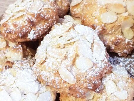 RECIPE MAIN IMAGE Macarons aux amandes et au miel