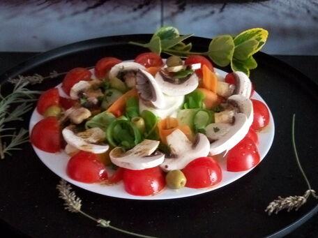 RECIPE MAIN IMAGE Salade d'été en assiette individuelle