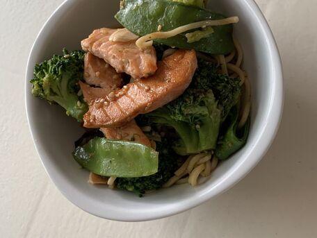 RECIPE MAIN IMAGE Wok légumes croquants et saumon