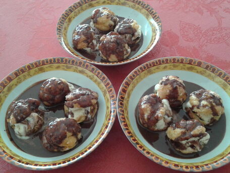 RECIPE MAIN IMAGE Profiteroles sauce chocolat
