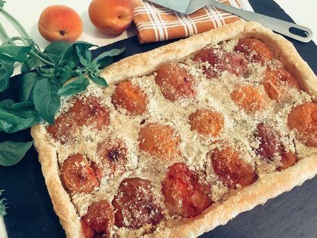 RECIPE MAIN IMAGE Tarte fine aux abricots et basilic