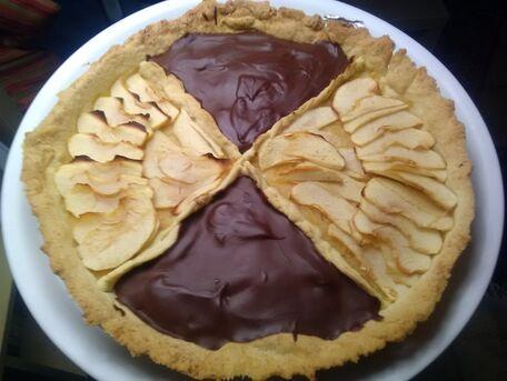 RECIPE MAIN IMAGE Tarte pommes cannelle et chocolat noir