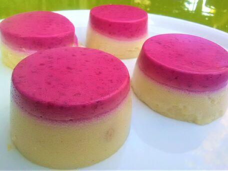 RECIPE MAIN IMAGE Mousse de framboise et muffins de semoule au lait