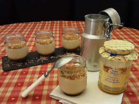 RECIPE MAIN IMAGE Mes Crèmes dessert  sans œuf à la confiture de lait sur un lit de caramel au beurre salé , présentées  en version raisonnée , et en version gourmande