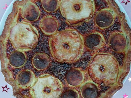 RECIPE MAIN IMAGE Tarte fine sucrée salée, au boudin blanc, pommes et miel