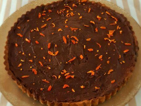 RECIPE MAIN IMAGE Tarte gourmande et fruitée à la clémentine  et chocolat au lait