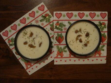 RECIPE MAIN IMAGE Velouté de chou-fleur, chèvre frais aux marrons