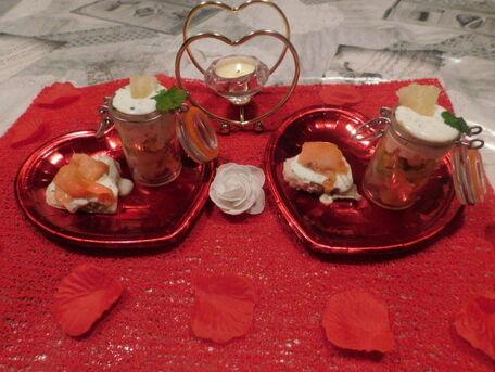 RECIPE MAIN IMAGE Pour l'apéritif Verrines Crevettes Avocat  Ananas et Tartinade au Saumon
