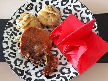 RECIPE MAIN IMAGE Gratin de patates et côtes de porc