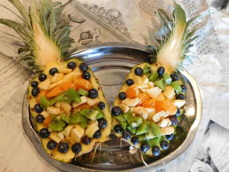 RECIPE MAIN IMAGE Cocktail de Fruits en coupe d'Ananas