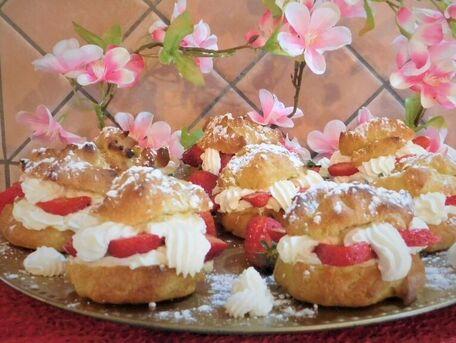 RECIPE MAIN IMAGE Chouchoux aux Fraises et Crème fouettée