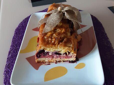 RECIPE MAIN IMAGE Gâteau pommes, myrtilles et fraises