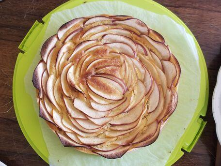 RECIPE MAIN IMAGE Fleur de pommes et sa crème d'amandine